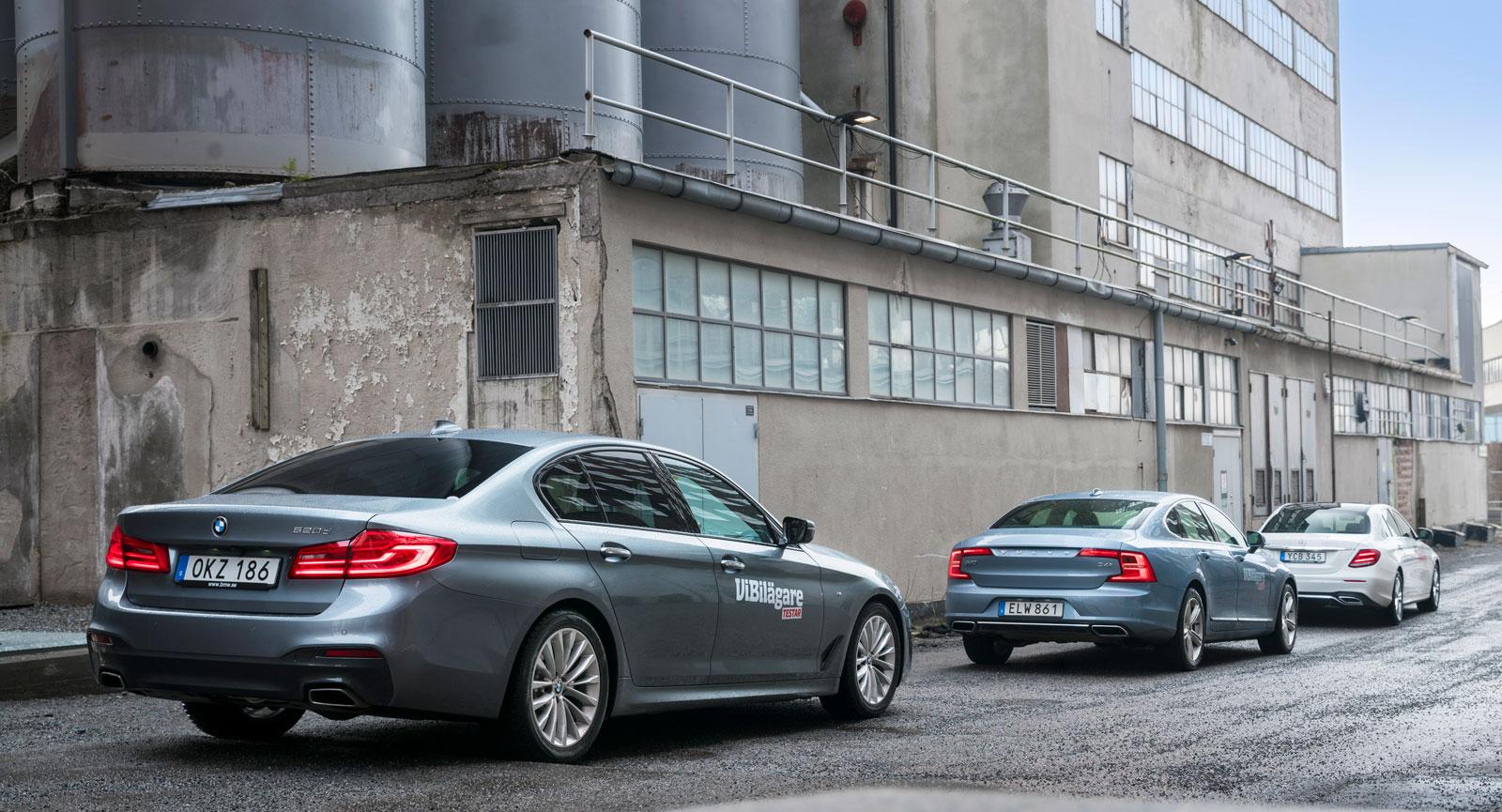 Förvuxen 3-serie eller krympt 7-serie? BMW:s nya 5-serie har klara drag av den övriga familjen. Volvos bakparti är mer egensinnigt, medan Mercedes E-klass ansluter tätt till den mindre C-klass.