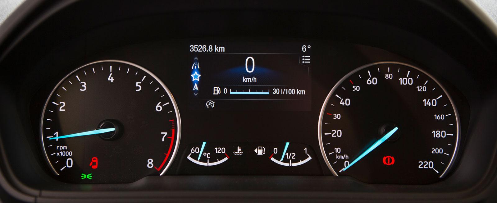 EcoSports mätartavlor känns igen från nya Fiesta och är både snygga och lättavlästa. Mellan dem sitter en väl tilltagen display, där uppgifter från färddatorn och flera av mediesystemets funktioner kan visas.