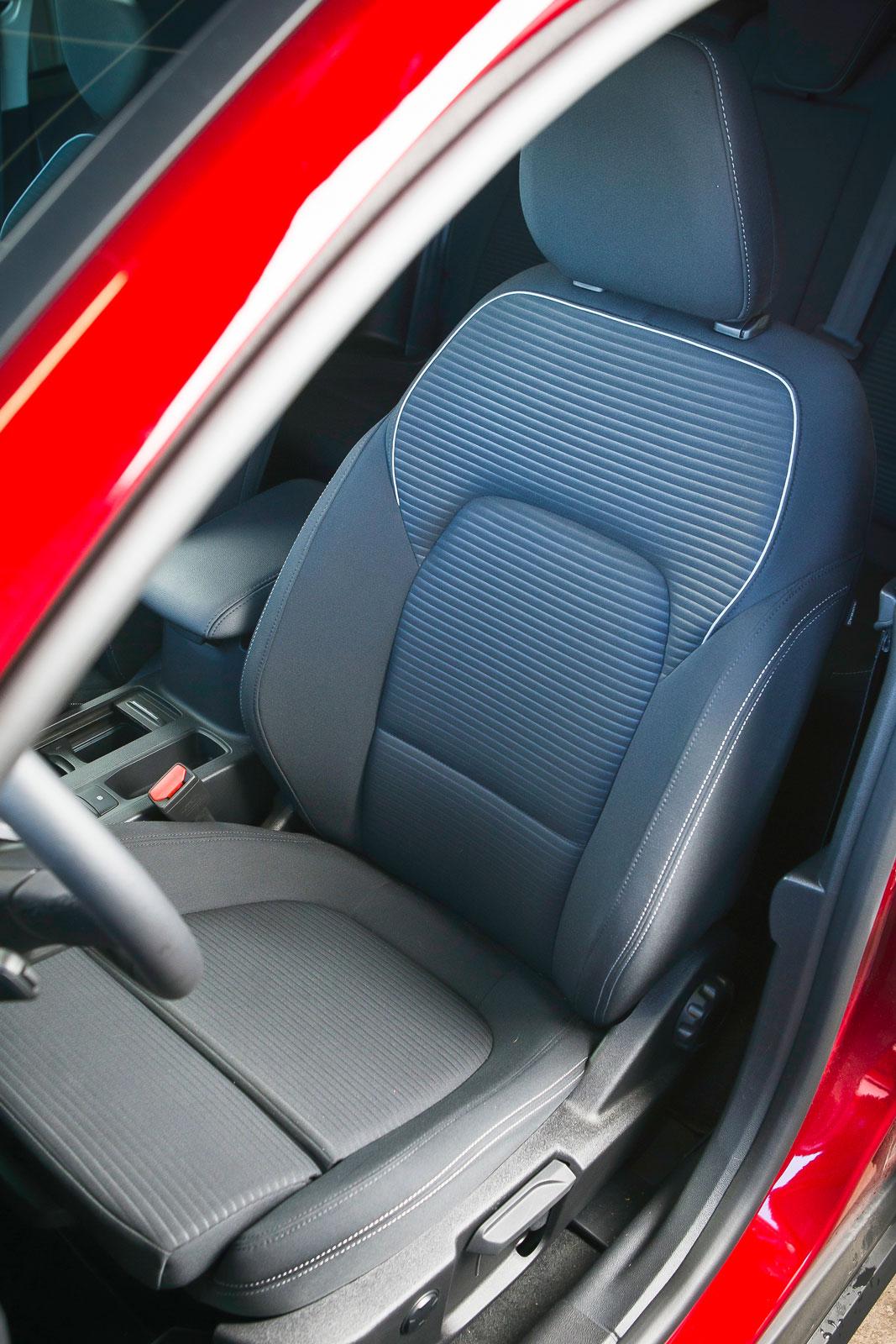 Fords 18-vägs manuellt justerbara främre komfortstolar kostar 7300 kronor extra. Värt varenda krona, om du frågar testlaget.