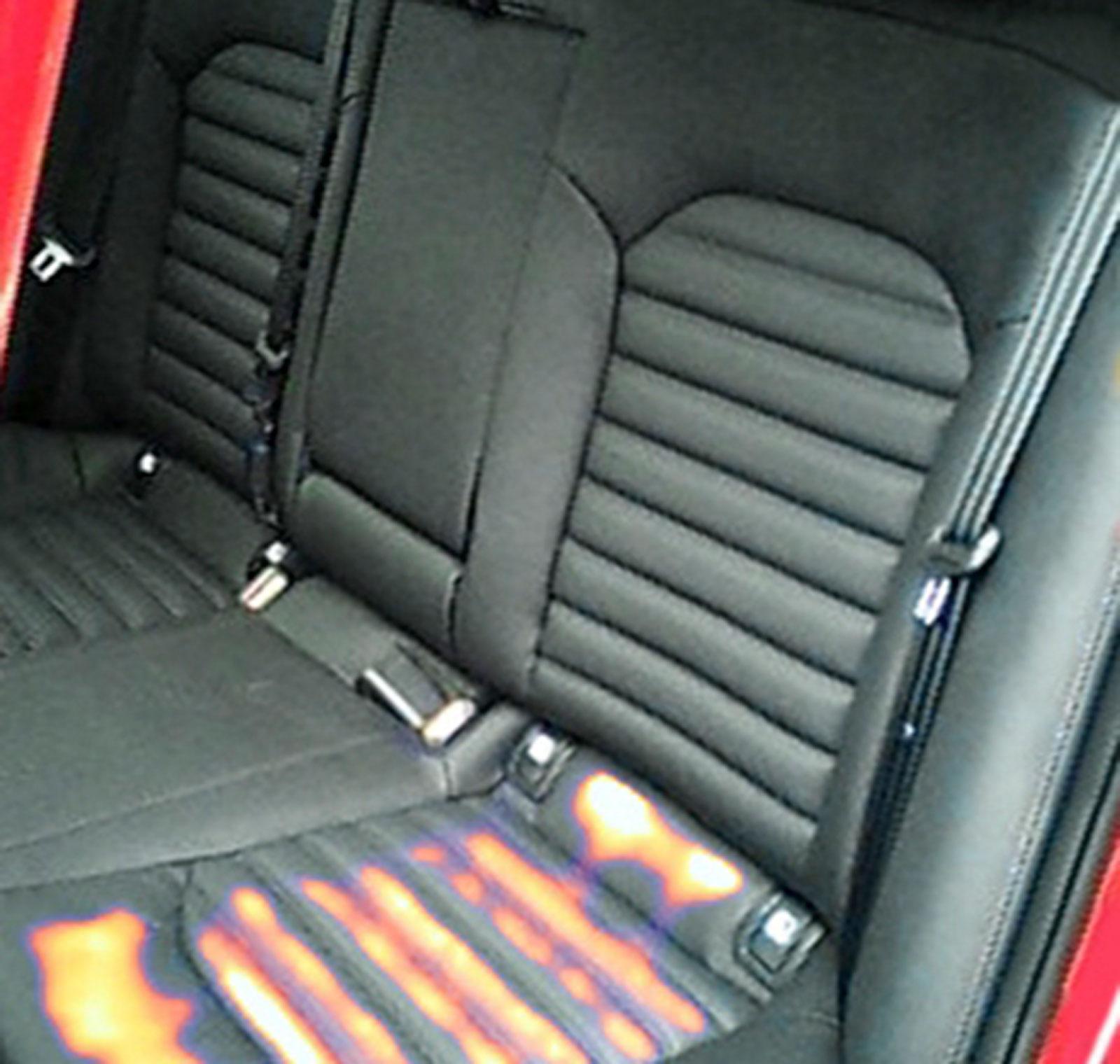 Kia har subjektivt aningen långsam värme i stolen fram och i baksätet – och ingen värme i ryggen bak visar värmekameran.