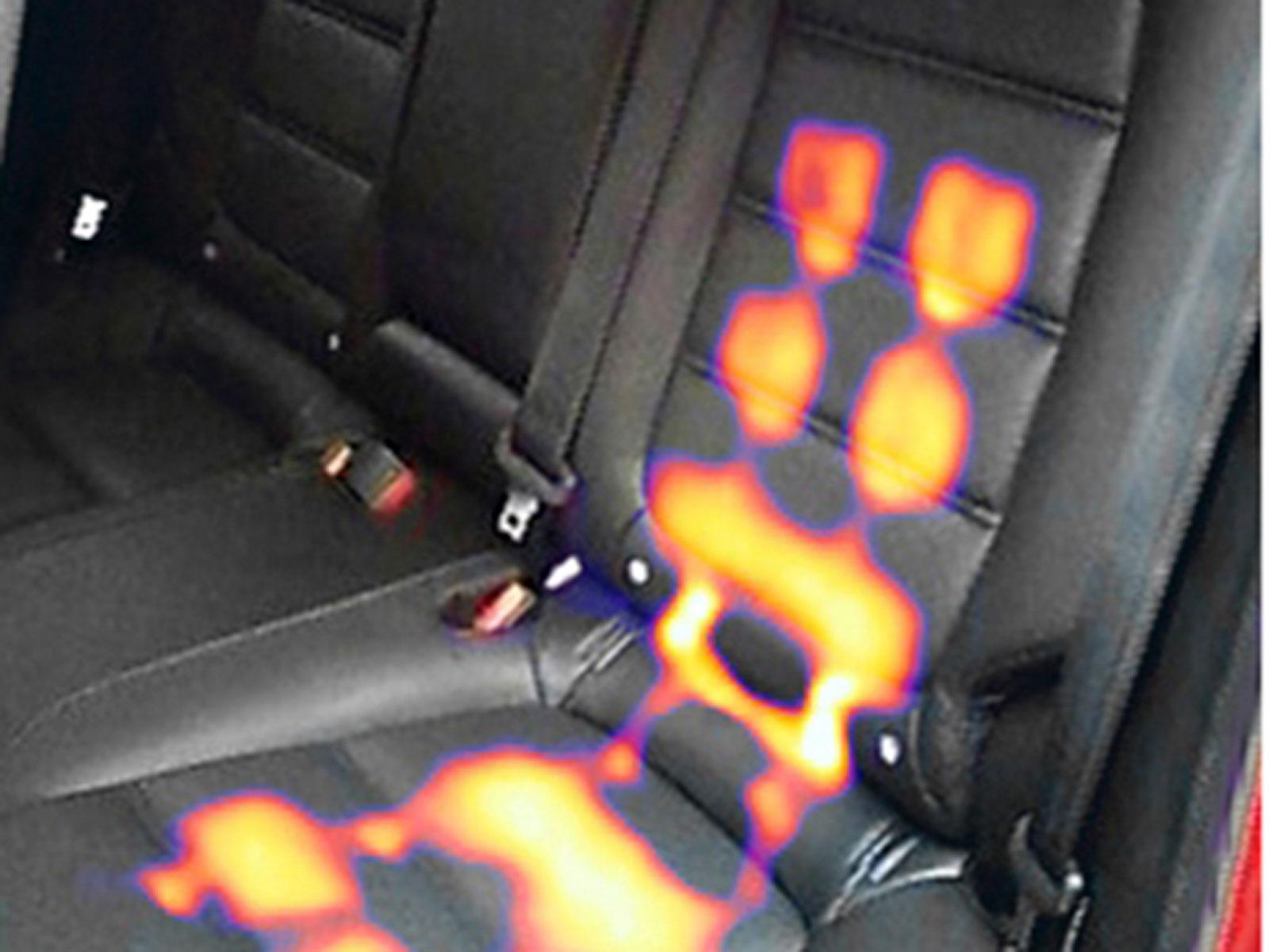I Mazda 6 Optimum är värme i sits och ryggstöd bak standard. Enligt värmekameran finns ett flertal stora värmepunkter.