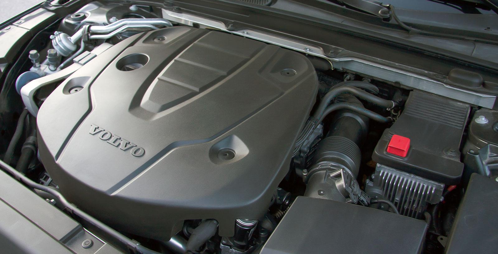 Tvålitersmotorn gör ett beundransvärt jobb för fart och förbrukning i Volvo men kraftkaraktären är trots allt inte den samma som i de tyska bilarna. Dessutom mankerar samspelet med växellådan en smula.