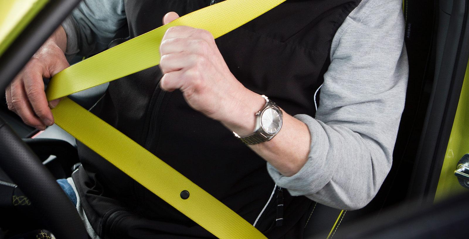 Ljusgula bilbälten ingår i Hyundais Color-pack (tillval).  Man kan undra hur de kommer att se ut efter några månaders användning...