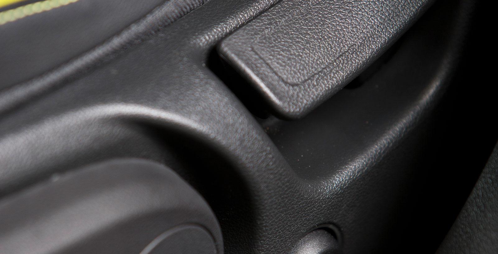 Det elektriska svankstödet sköts via den runda knappen på stolsidan och förstärker den även i övrigt fina sittkomforten.