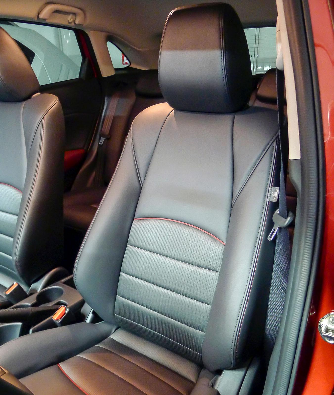 Mazdastolarna är ganska små och smala – det gäller att kolla att kroppshyddan får plats!