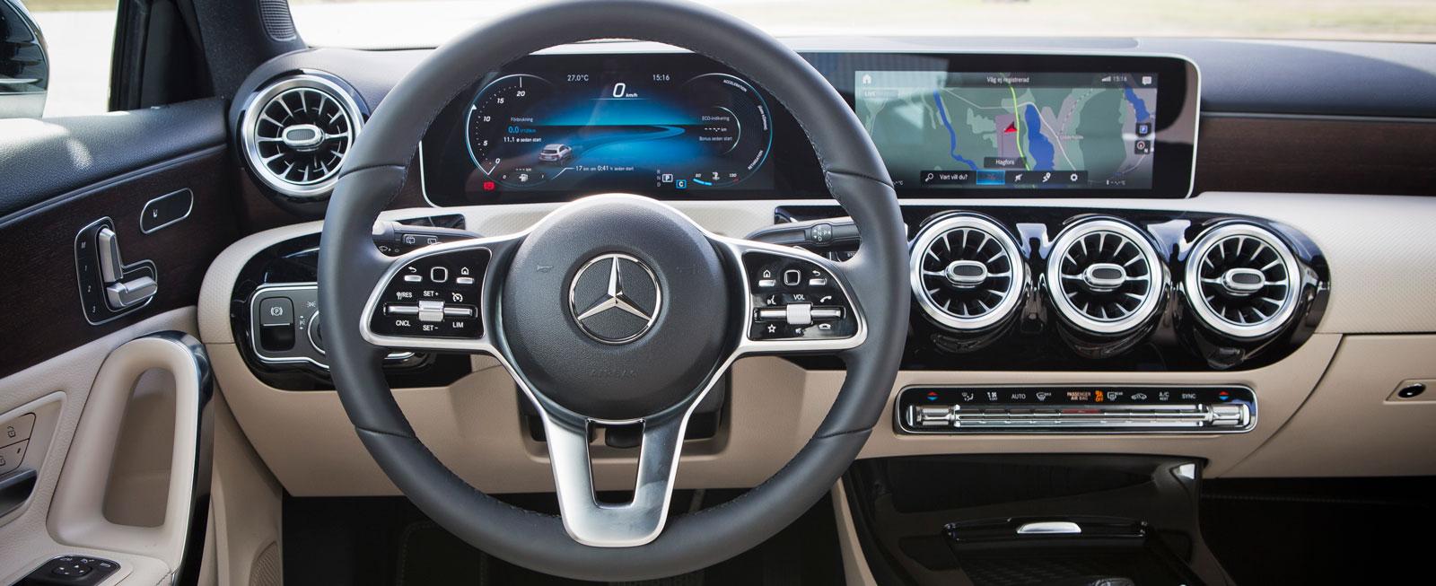Som en jätte-iPhone på tvären i A-klass. Nya stilen hos Mercedes tilltalar säkert en yngre publik och är läcker att se och – faktiskt! – enkel att sköta.