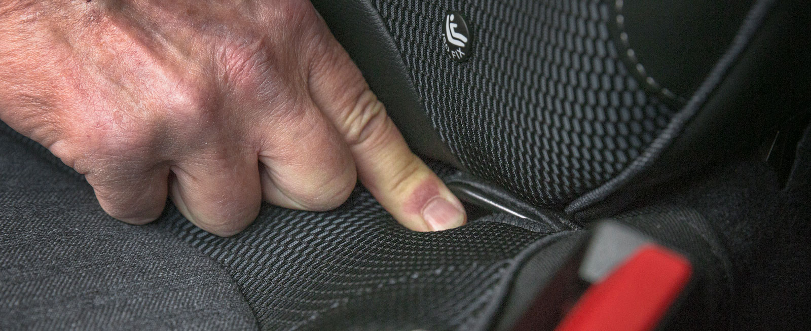 Isofixfästen i passagerarstolen fram standard i Renault. Bravo!