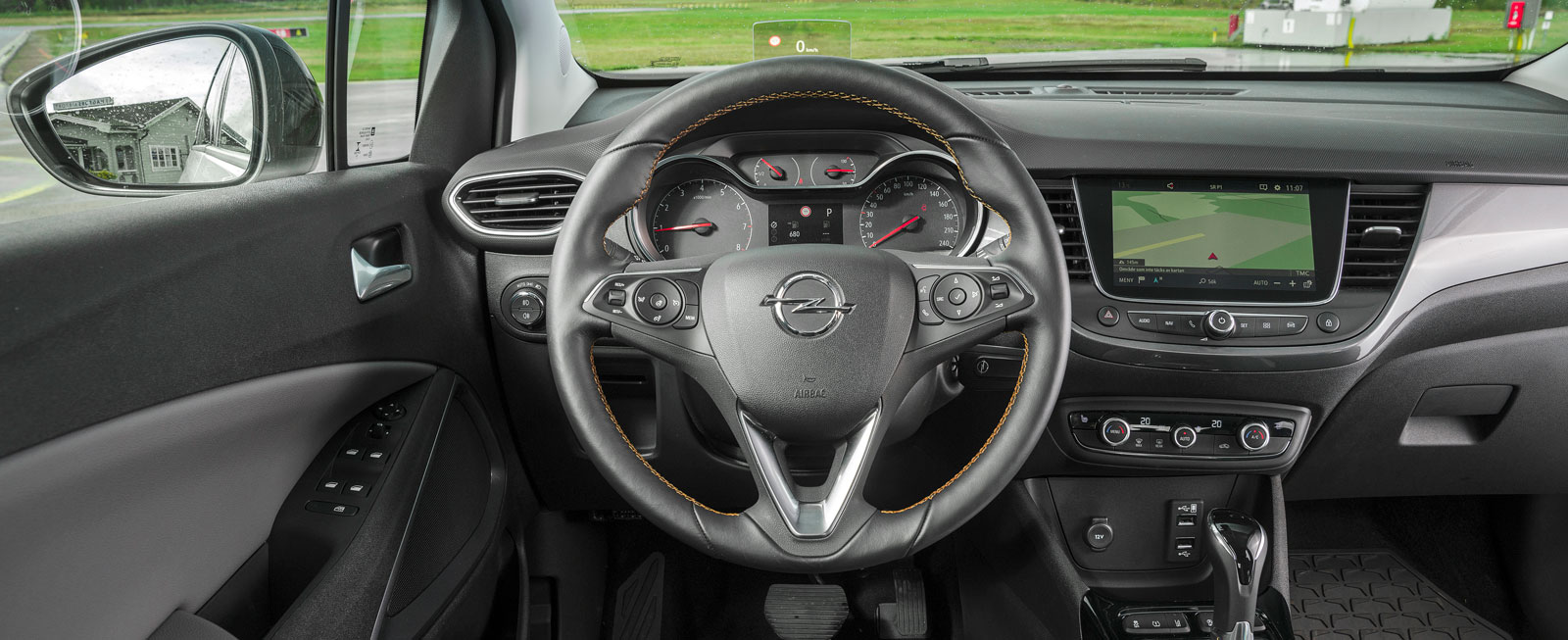 """Testets bästa förarmiljö. Det mesta är redigt, lättanvänt och Opel har inte fallit för frestelsen att """"gömma"""" vitala funktioner i infotainmentsystemet."""