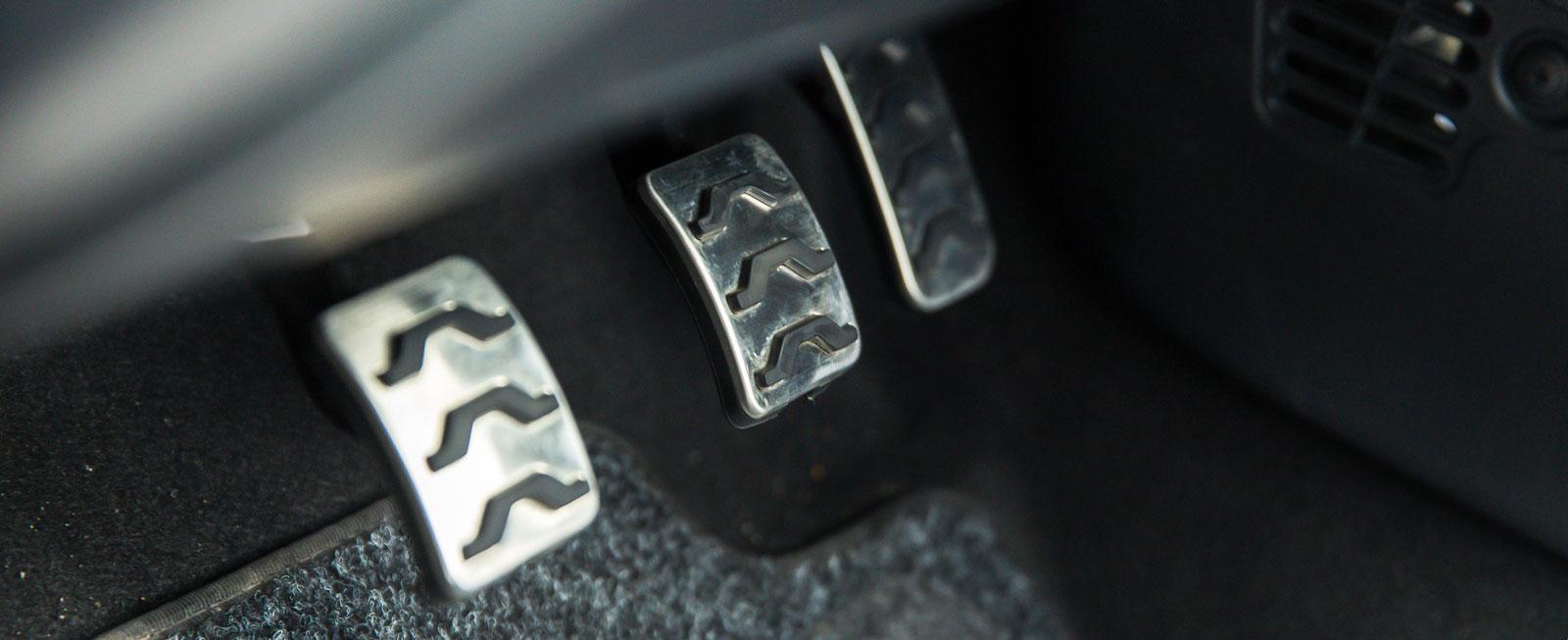 Sportiga metallpedaler följer med på köpet om man satsar på en Picanto med GT Line-paket.