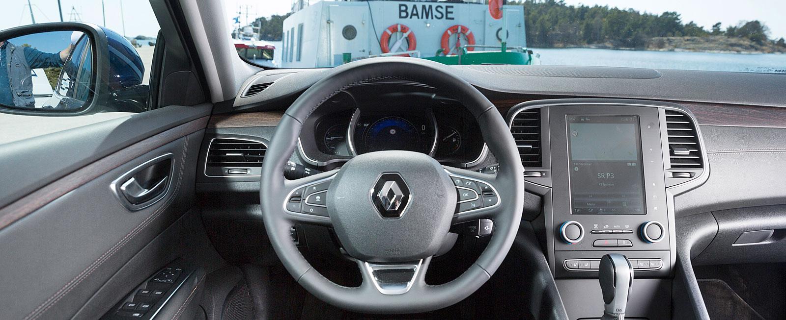 A-stolparna stör sikten och känslan i växelväljaren är inte riktigt på topp. I övrigt är det lätt att trivas i Renaults ombonade och eleganta förarmiljö.