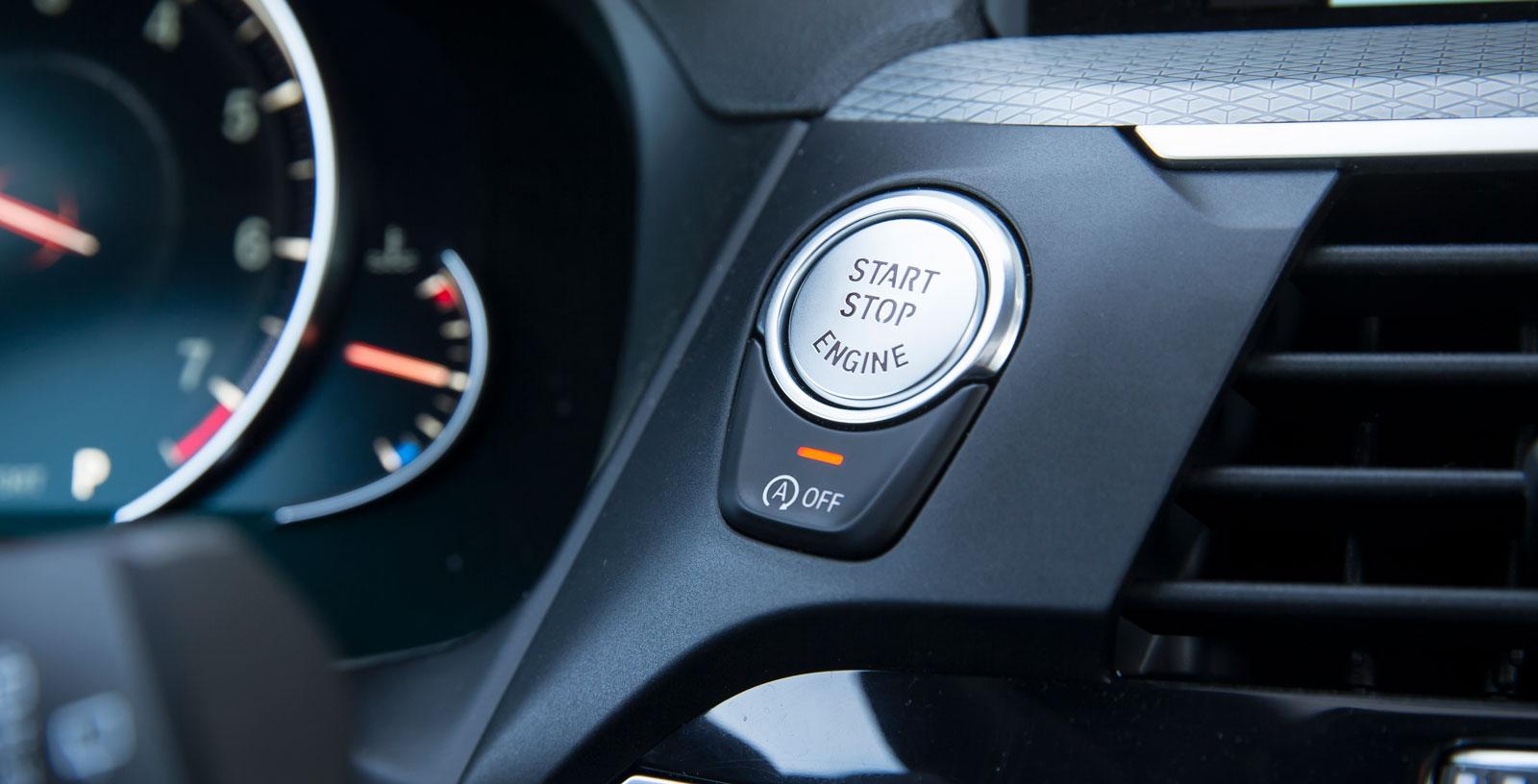 BMW:s placering av strömbrytaren för stopp-/startfunktionen är enklast och bästa tänkbara – under startknappen.