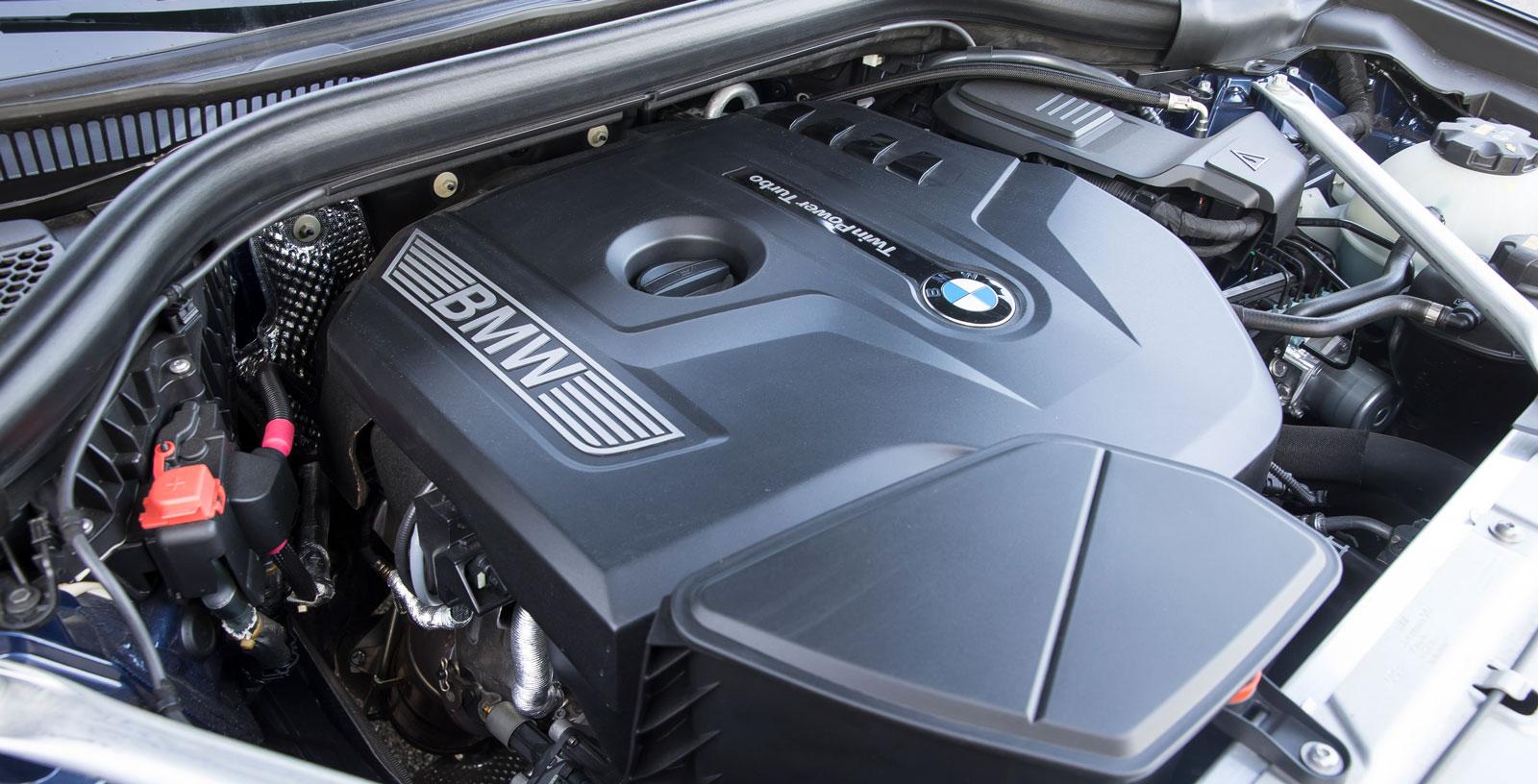 Trots beteckningen 30i är BMW:s motor på två liters volym.Samarbetet med den åttaväxlade automatlådan är föredömligt, bränsletörsten mellan Alfas och Volvos.