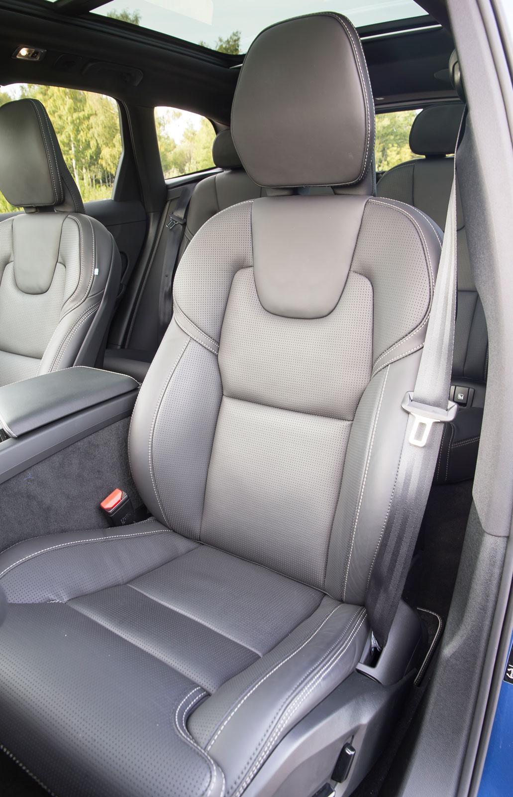 Alla testförare föredrog Volvos stolar. Förutom mycket hög åkkomfort har de också ovanligt stor justermån i höjdled.