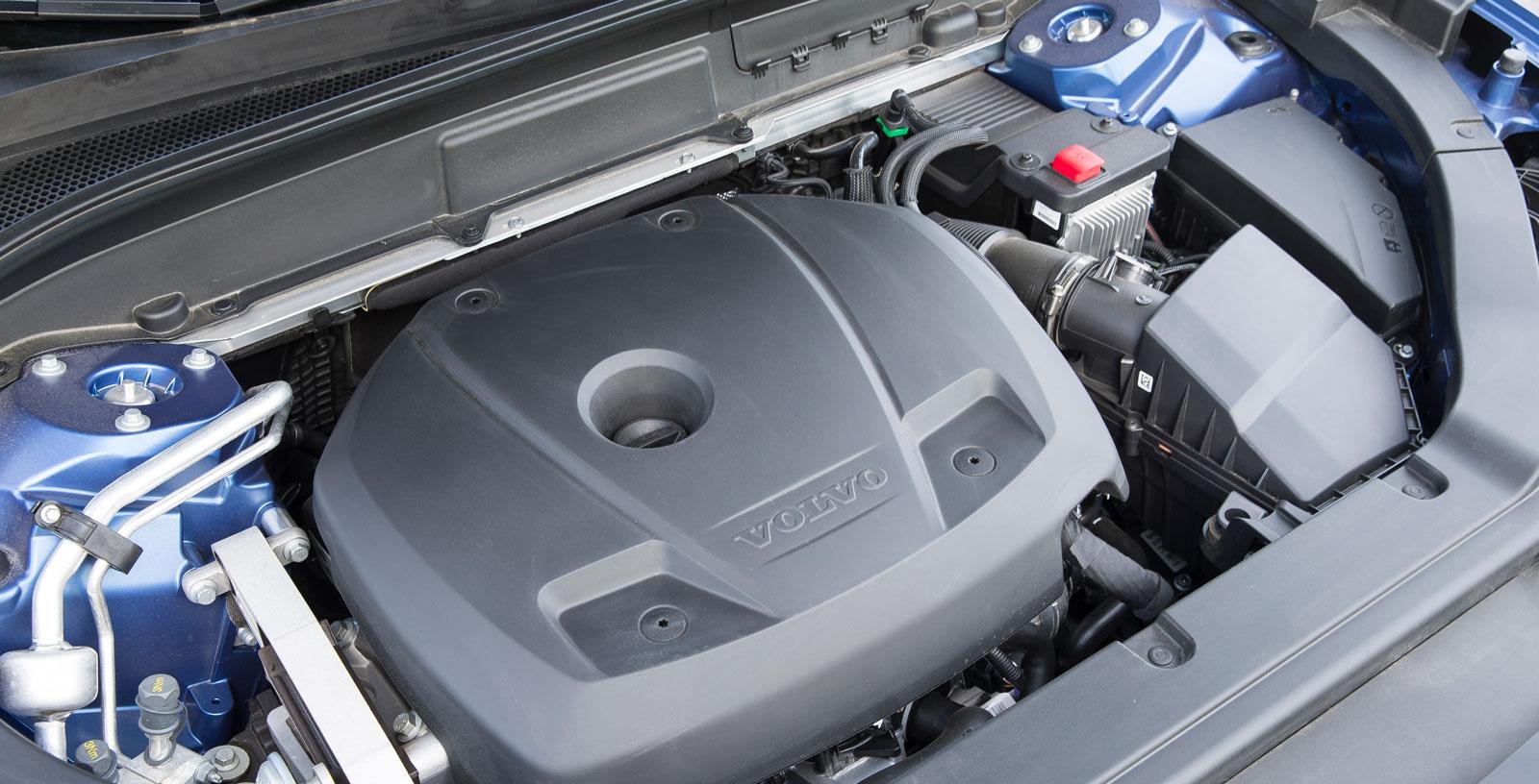 Volvos maskin har rask karaktär och fräsig ton, men drar mest bensin i trion. Ibland hänger en låg växel kvar när en högre vore att föredra.