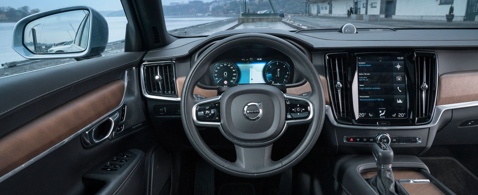 När det gäller kvalitetsintryck och modern teknik är S90 ifatt sina tyska konkurrenter. Men varför ska precis allt styras från Sensus-skärmen?