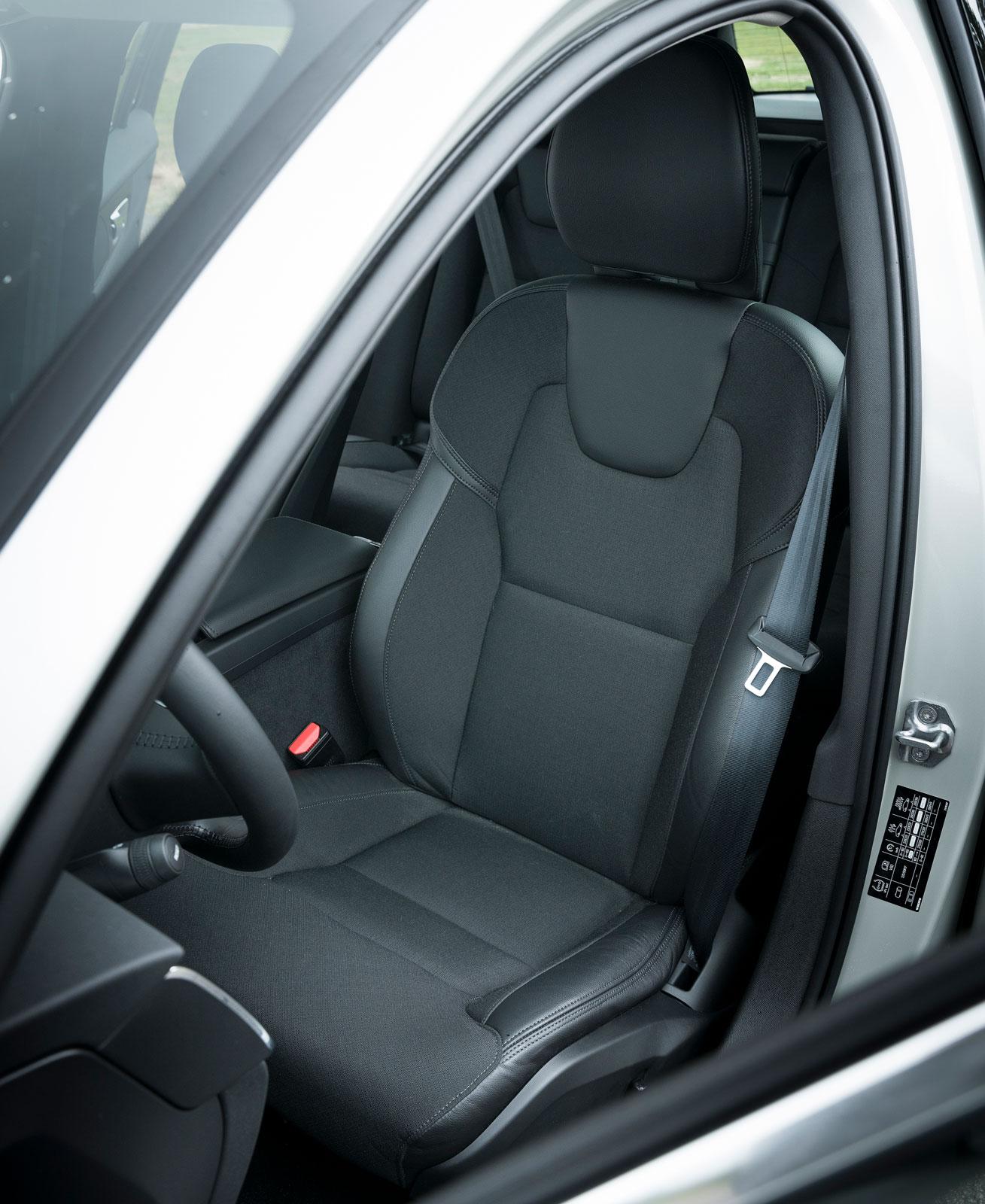 Testets skönaste stolar finns i V60, därom var alla testförare helt överens. Tygklädseln är av ett trivsamt snitt och håller hög kvalitet.