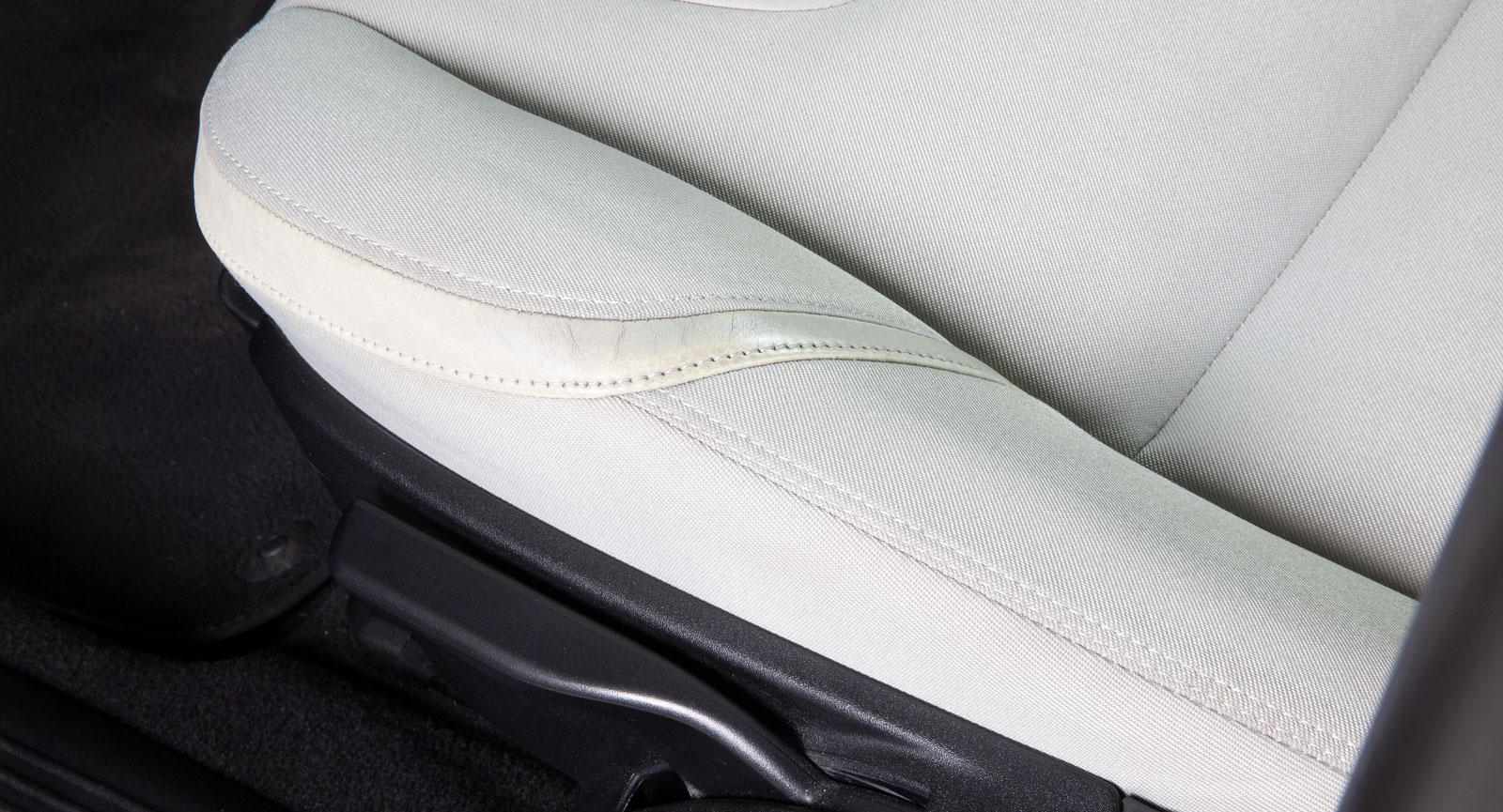 Nästan som ny! En klick läderbalsam gör att  läder/vinyl-remsan ser mindre sliten ut.