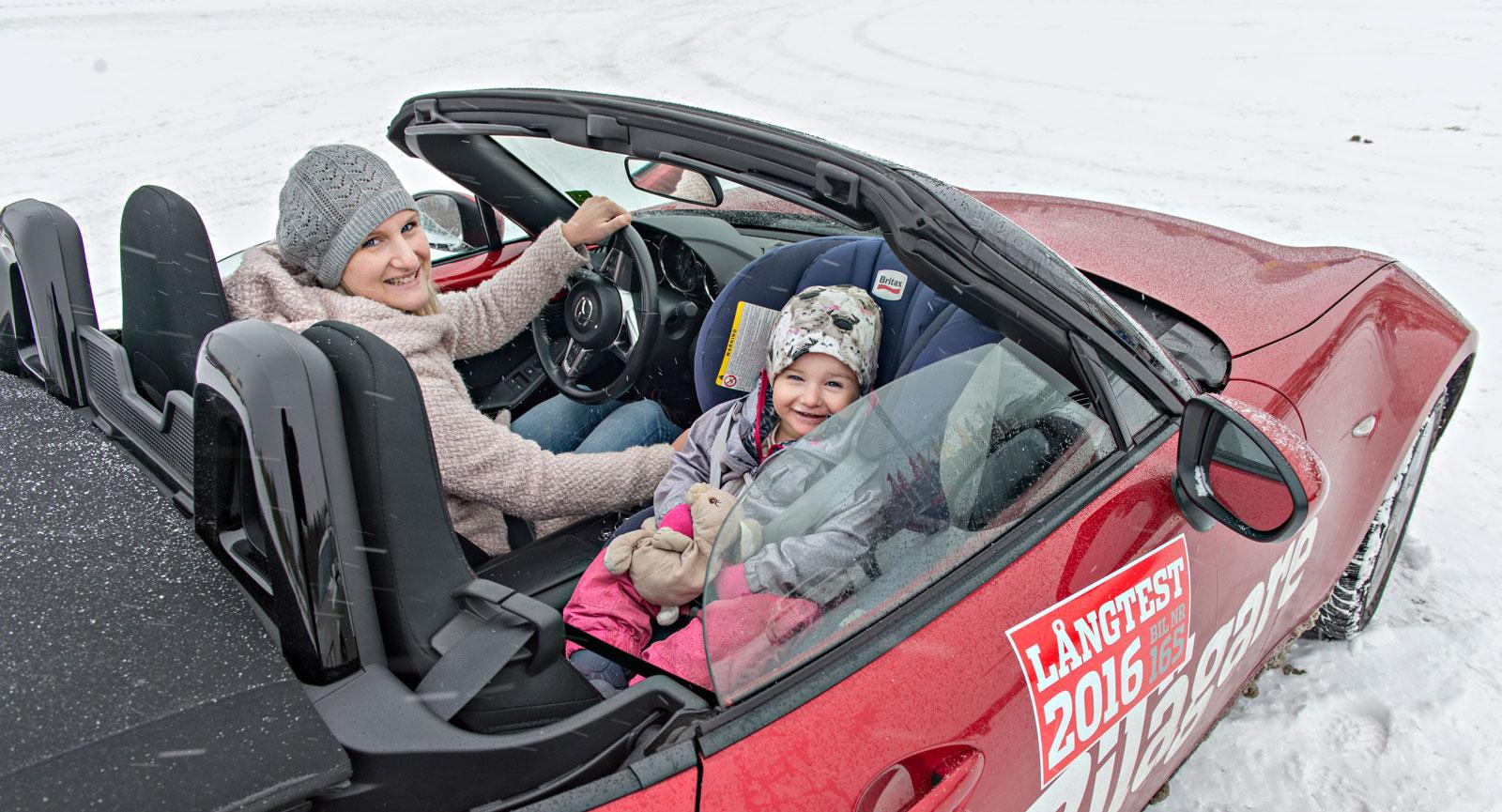 Friluftsliv. Mazda MX-5 är inte den bästa barnbilen, men ger kvalitetstid åt ett barn åt gången.