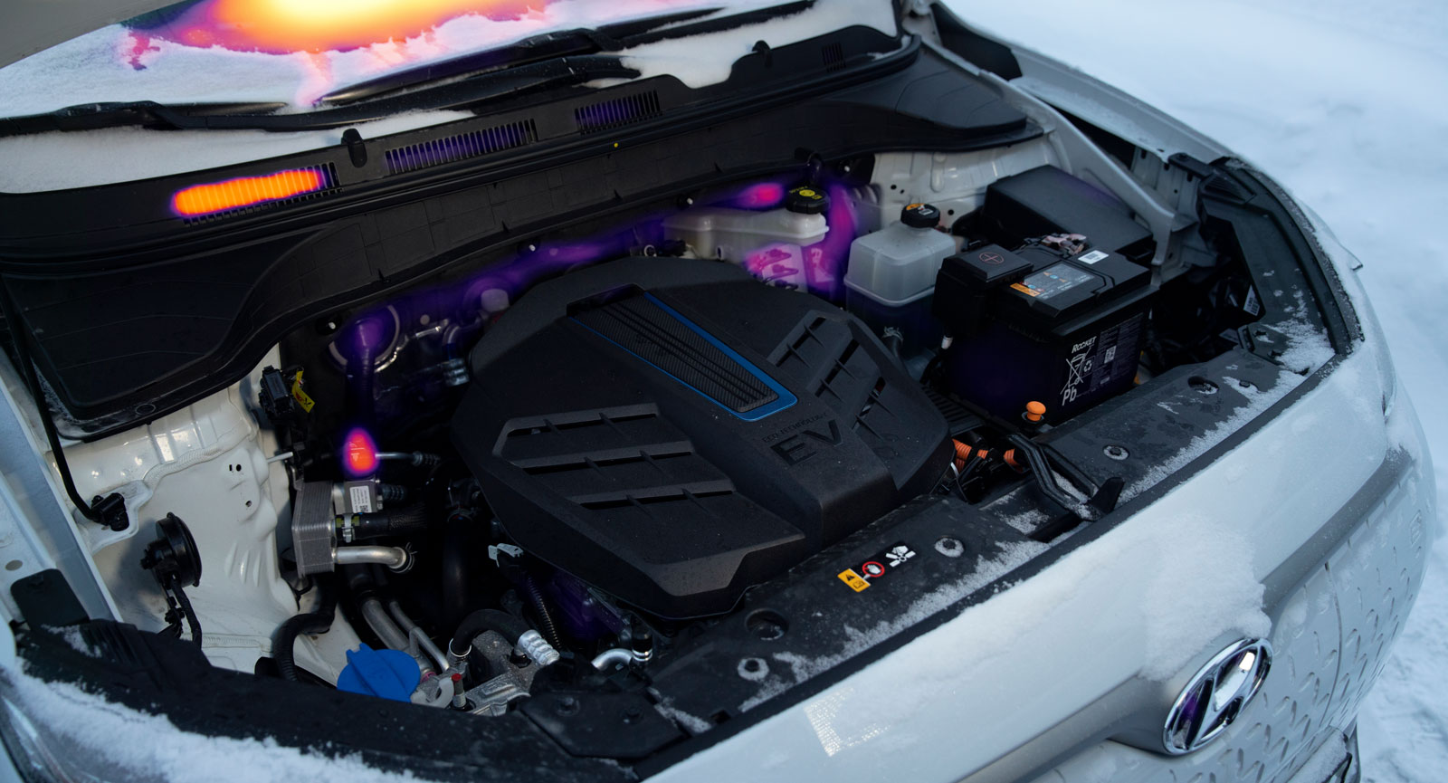 """Motsvarande bild i Hyundai Kona är talande – här är bilen """"påslagen"""" men (svag) värmeutveckling syns bara i några enskilda punkter."""