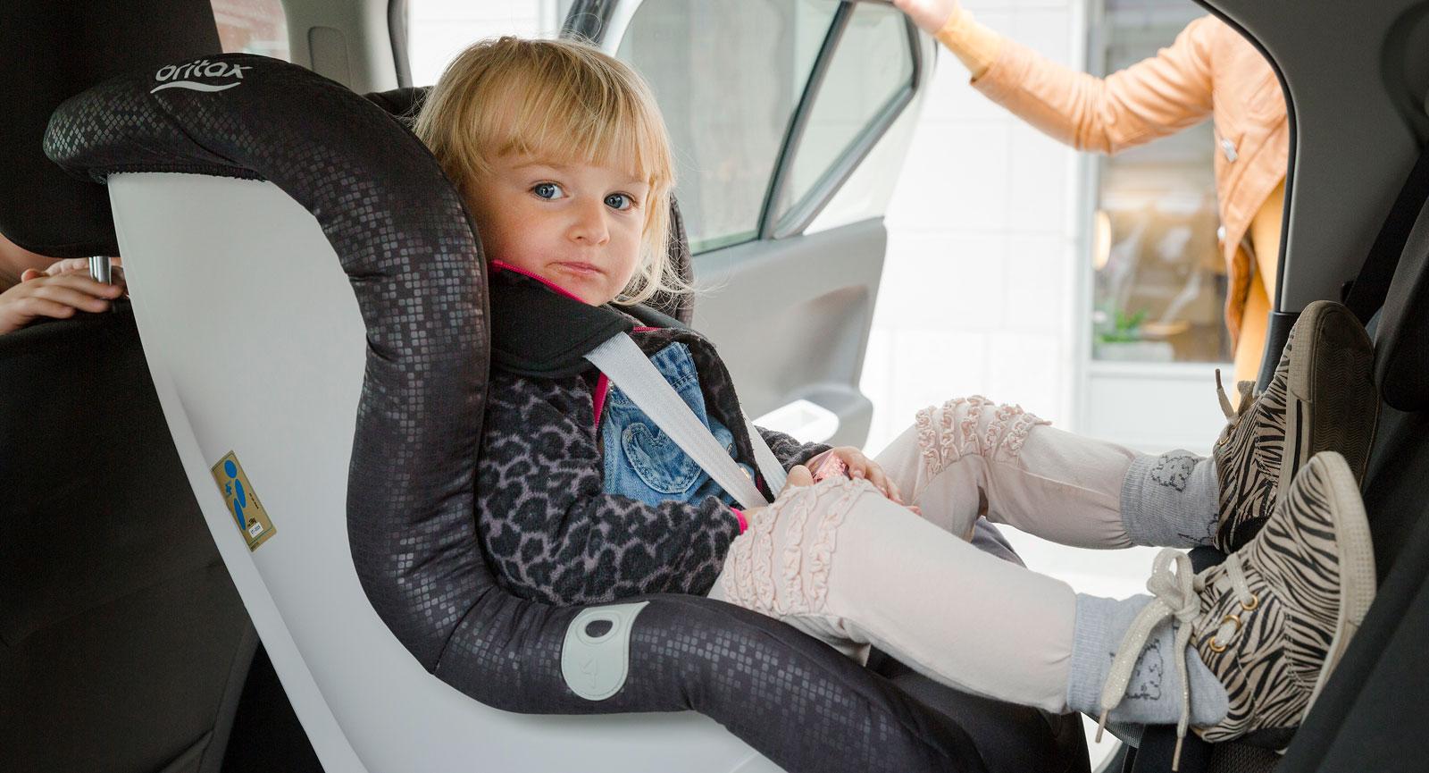 3,7 meter korta Suzuki Ignis är ett rymdunder som sväljer bakvända bilbarnstol i baksätet utan problem.