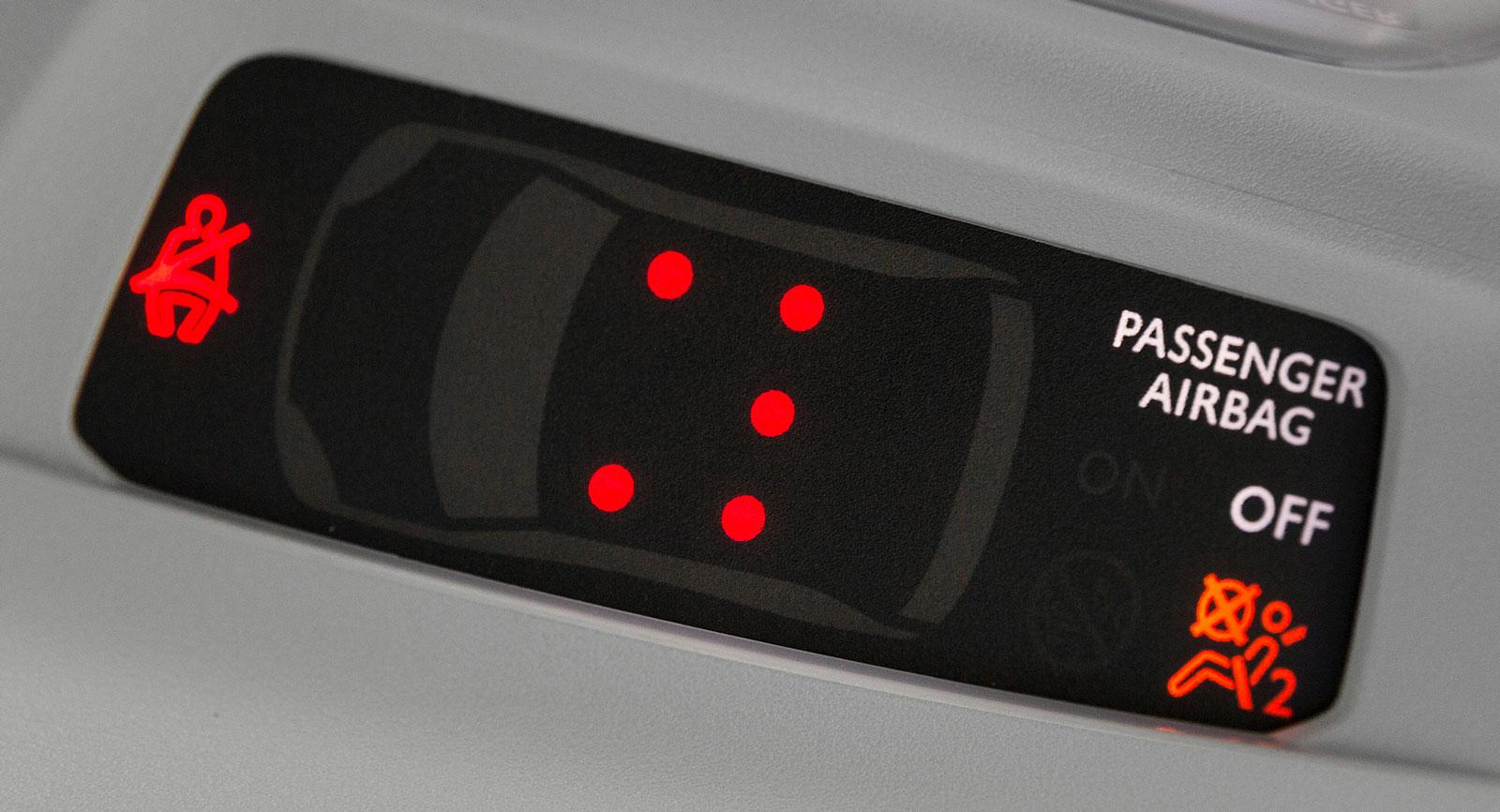 Peugeot har samlat tydlig bältes- och krockkuddsinformation på samma ställe.