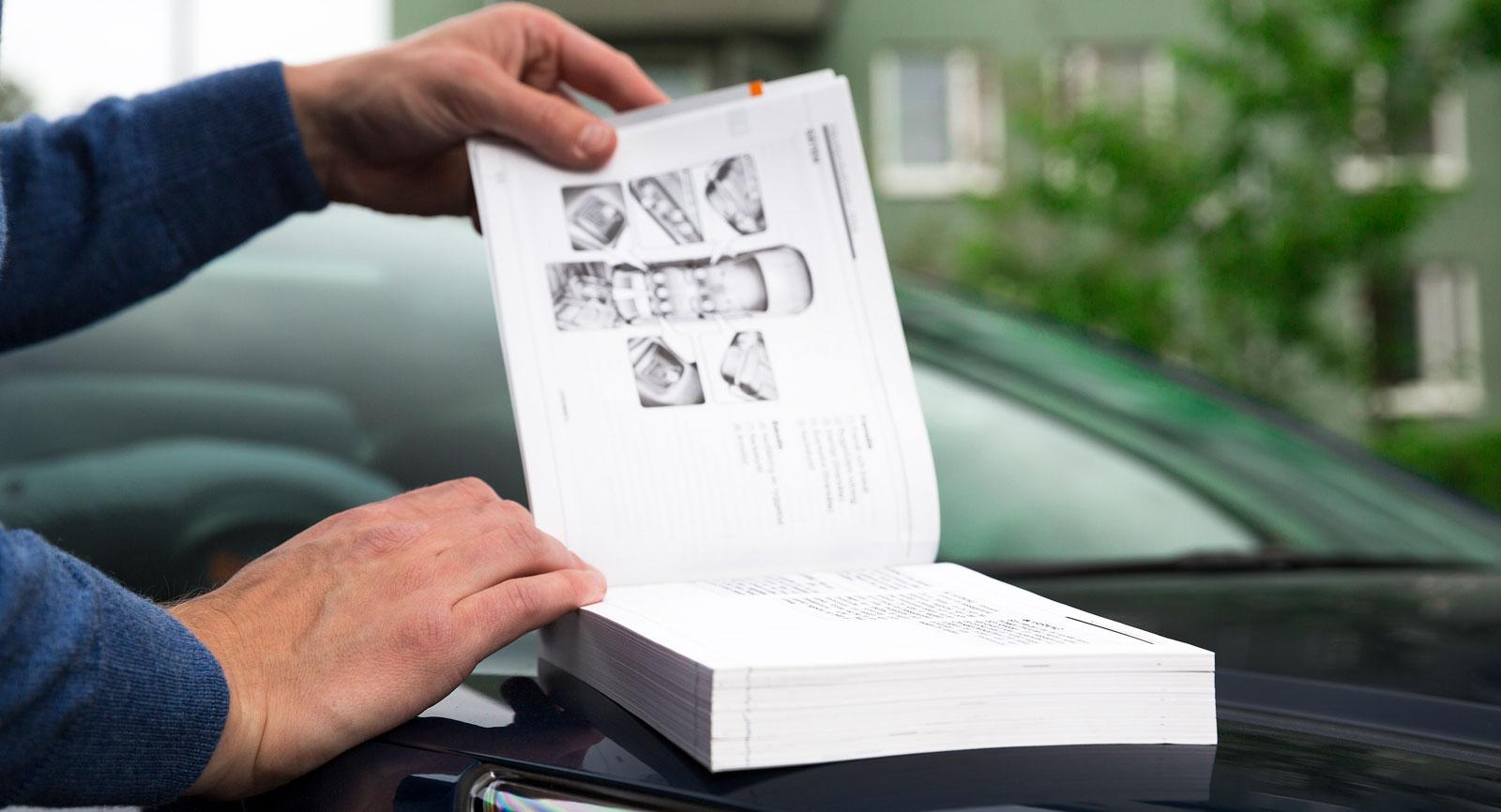 Bilarnas manualer är tjocka som lagböcker. Ändå får kategorin barnsäkerhet onödigt liten plats.