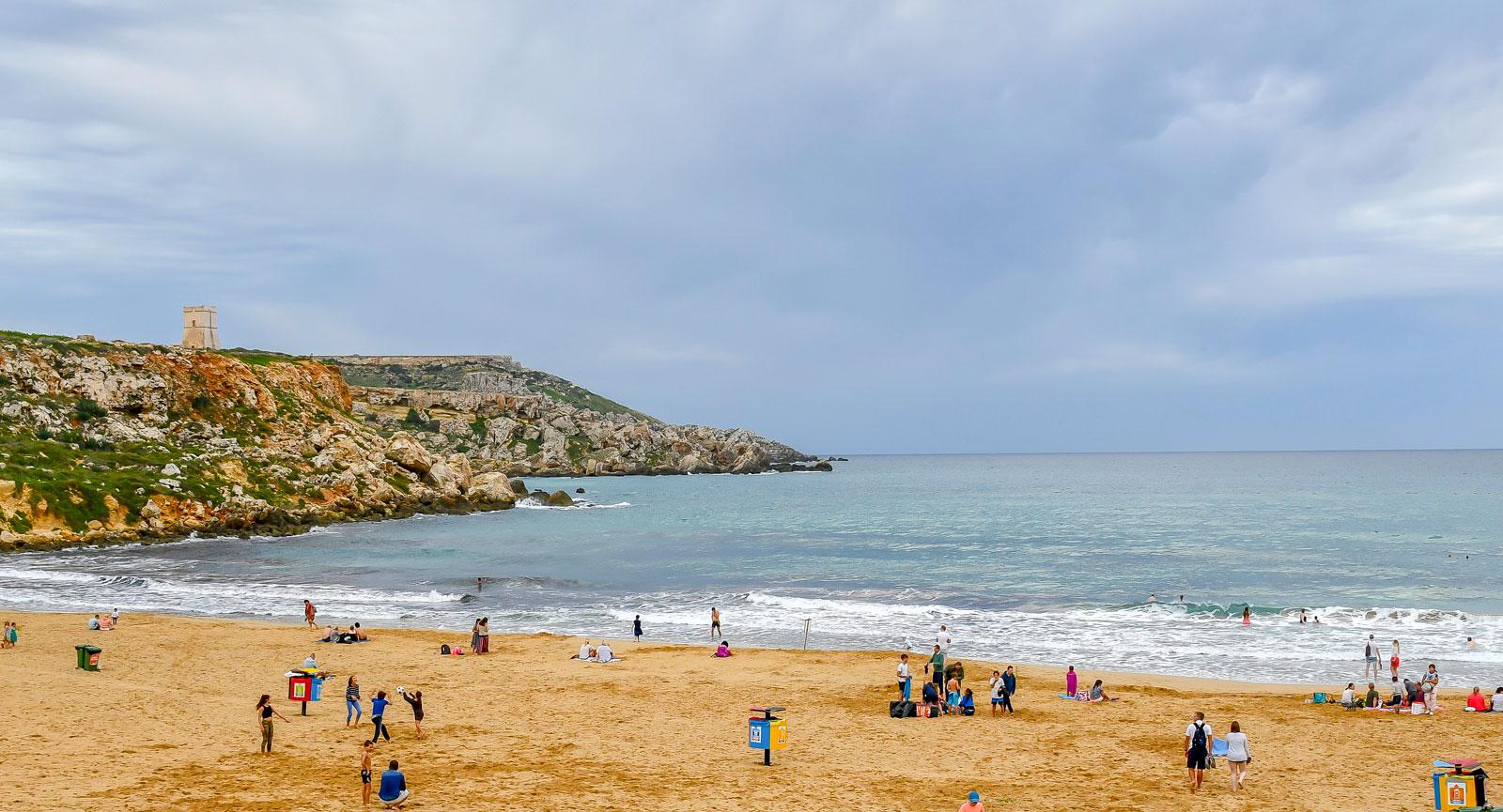 Golden Bay lever upp till sitt namn med sin gyllengula sandstrand.