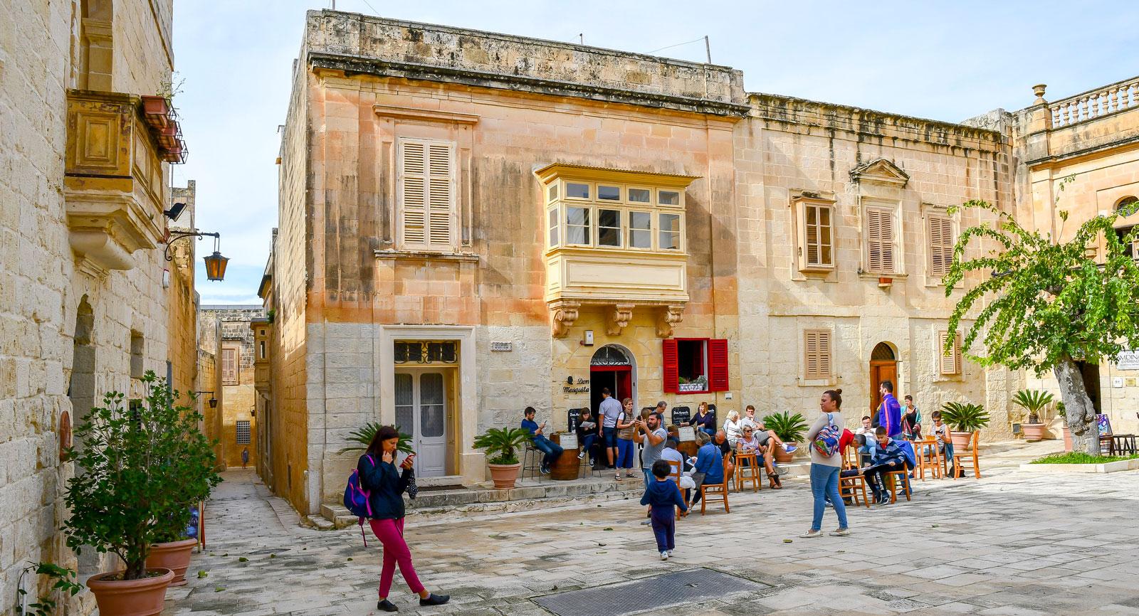 Den välbevarade medeltida staden Mdina är ett välbesökt turistmål.