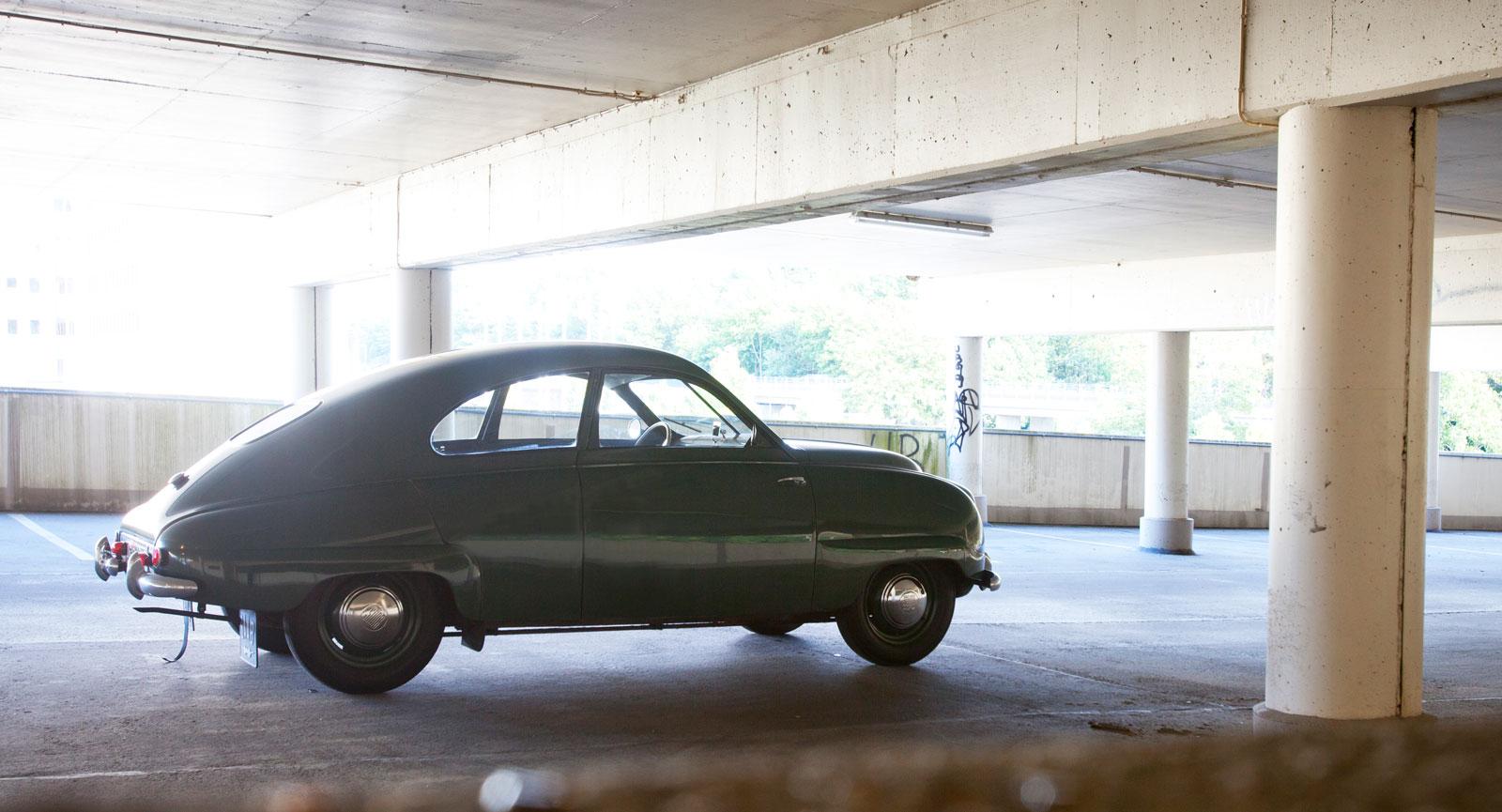 Bengt Sjöström i Gävle köpte 1950 en ny Saab för 6550 kr. Han behöll den resten av sitt liv, idag har den inte ens rullat 6000 mil och är helt orörd, bara exemplariskt ompysslad.