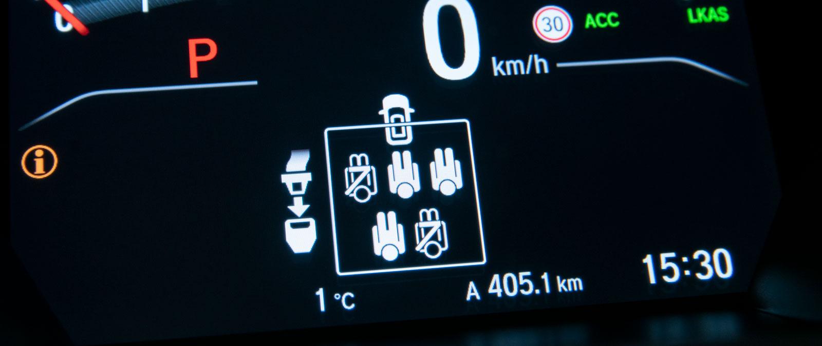 I Honda har alla säten bältespåminnare. Vänster bak är bältad.