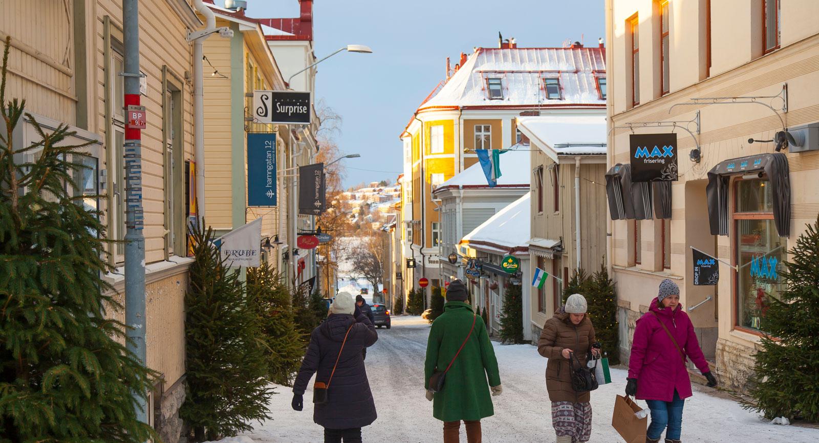 De gamla innergårdarna i Östersunds centrala delar har renoverats och blivit populära mötesplatser.