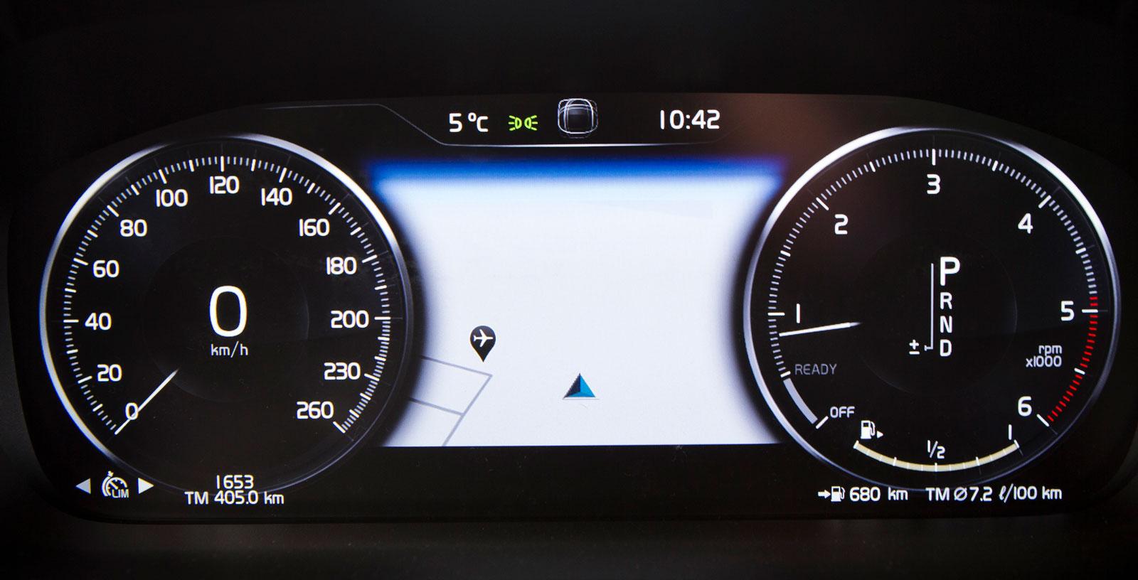 Instrumenteringen i V60 är av samma typ som i alla nyare Volvo-modeller. Avskalat och tydligt men inte med möjlighet till samma variation som i Audi.