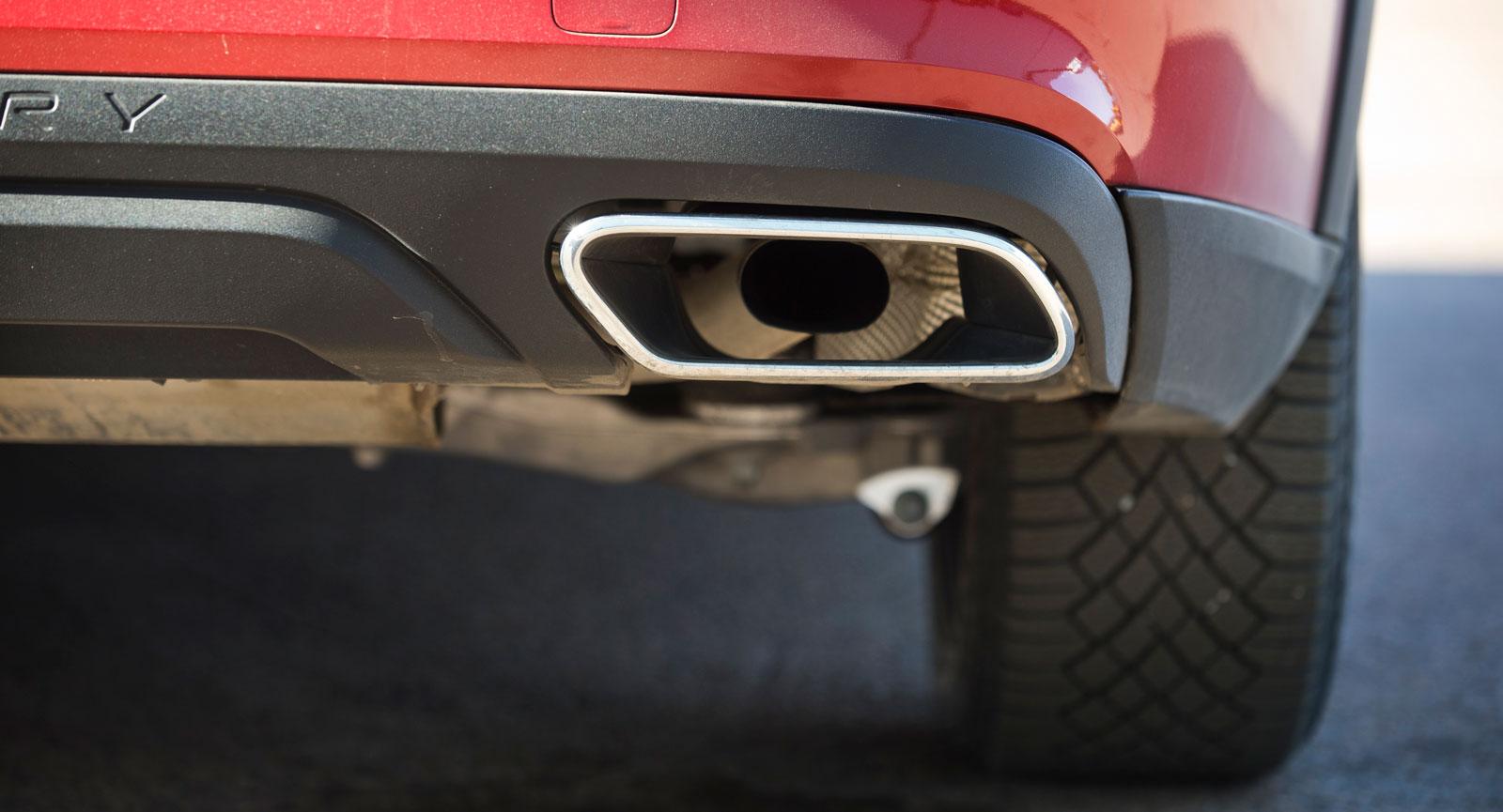 Nyare Audimodeller har endast kulisser, men A4 Allroad släpper ut sina avgaser genom riktiga, synliga rör.