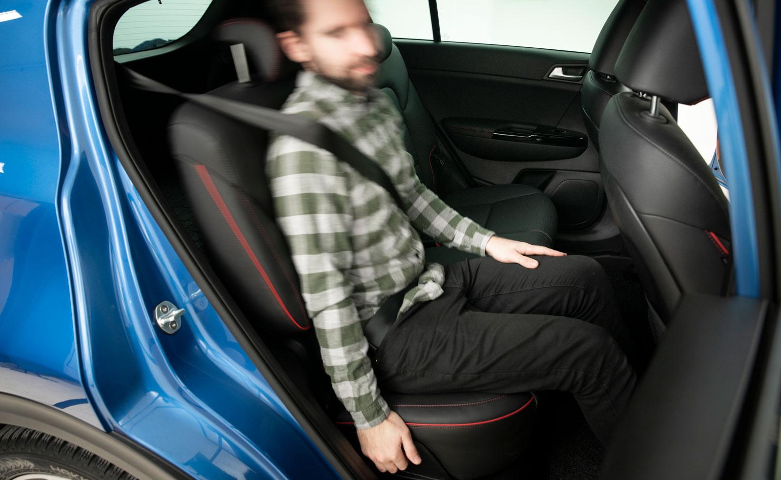 Kia – vinklingsbart ryggstöd i baksätet. Finns även i Honda och Ford.