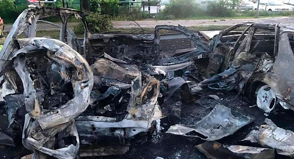 Bilderna visar resterna av en gasbil som exploderade söder om Stockholm.