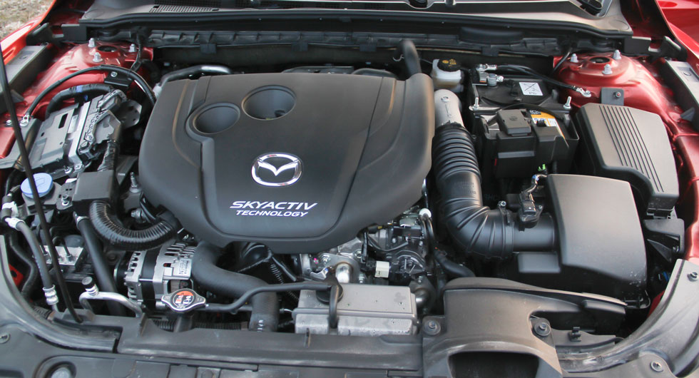 Motorerna har kamkedja som normalt sett inte behöver bytas.