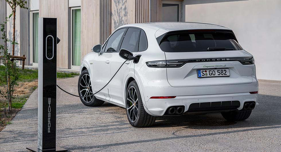 Porsche Cayenne laddar vidare