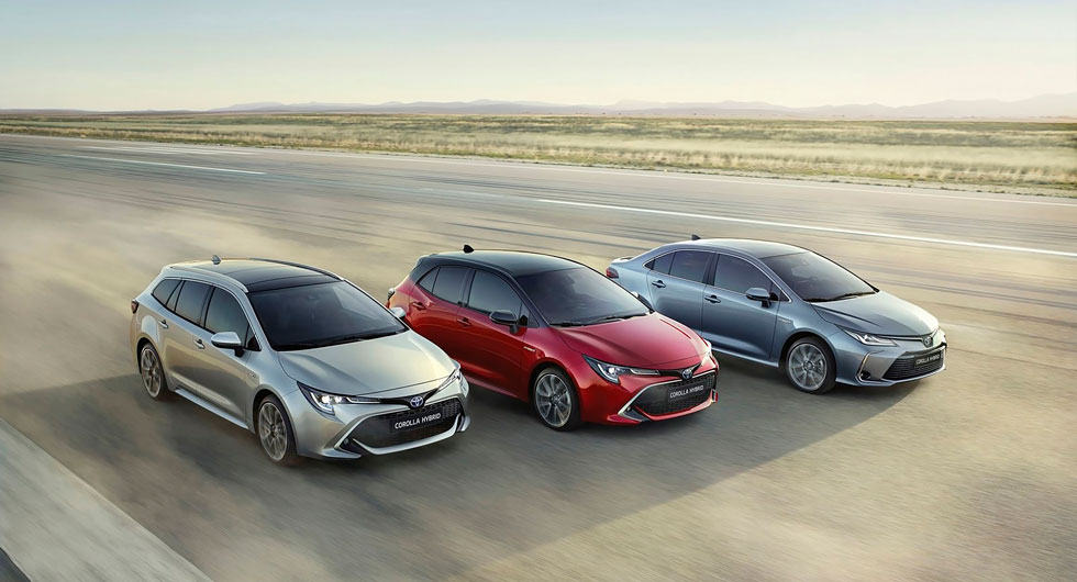 Nya Corolla kommer med tre olika karosstyper, men ingen laddversion. Toyota anser att miljönyttan med många snåla hybrider blir större än några få elbilar.
