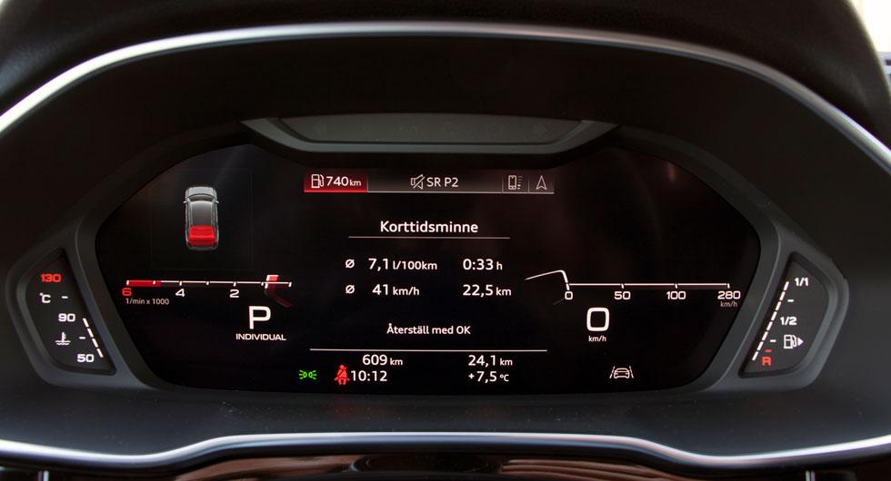"""Audis """"virtuella cockpit"""" finns som extra i olika utföranden. Här är en av visningsmöjligheterna för olika mätare och färddator i testbilen."""