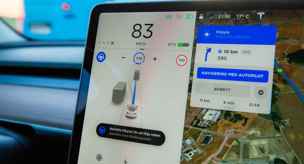 """Model 3 kan """"självköra"""" efter navigatorns instruktioner. Uppstår behovet kan bilen själv byta fil för att passera framförvarande bilar och välja rätt avfart på motorvägen. Fungerar (hjälpligt) på motorväg."""