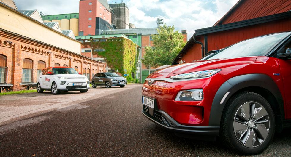 Elbilar blir allt vanligare men den här trions design är alltjämt rätt speciell i trafikbilden.