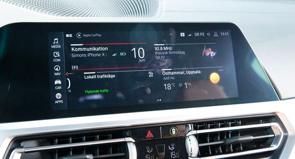 BMW:s skärm är smal. Det gör det svårt att få en riktig överblick över menysystemet.  Bilden visar väderappen. Den typen av funktion saknas i Tesla.