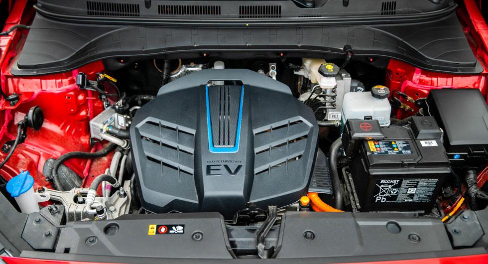 Elmotorn ger 204 hk och hela 395 Nm. Det betyder kraft nog att spinna loss framhjulen ordentligt från start om så önskas. Testets lägsta elförbrukning.