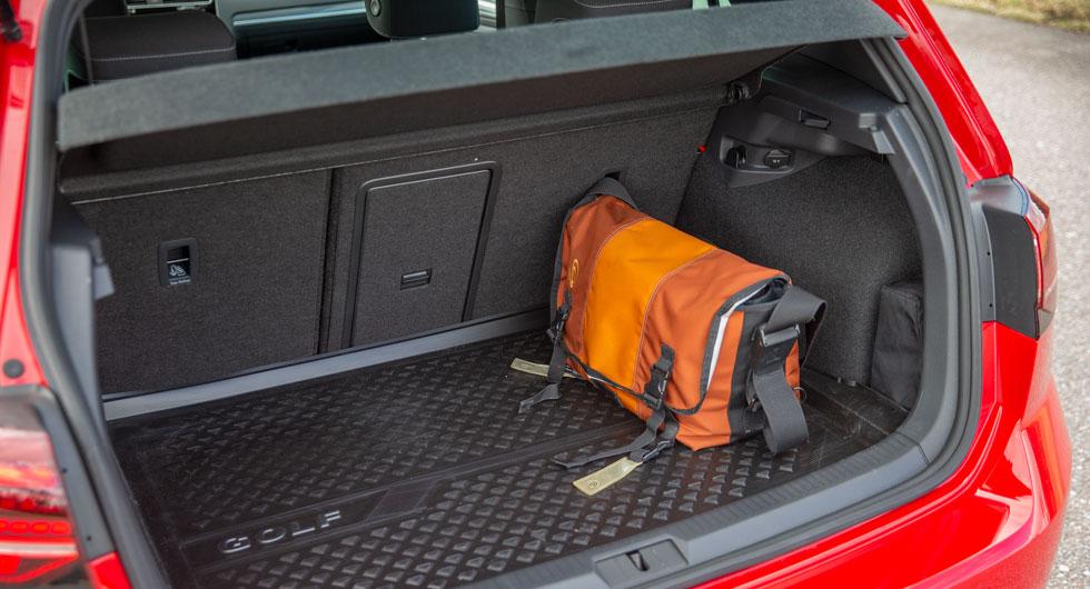 Golf har inte testets största bagageutrymme, men är ensam om att erbjuda genomlastningslucka.