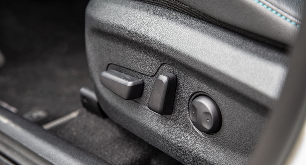 Elstyrd förarstol hör inte till vanligheterna i den här klassen. Funktionen är inte standard till e-Niro, bilen måste minst vara utrustad med Advance Plus-nivå som höjer priset med 30000 kr.