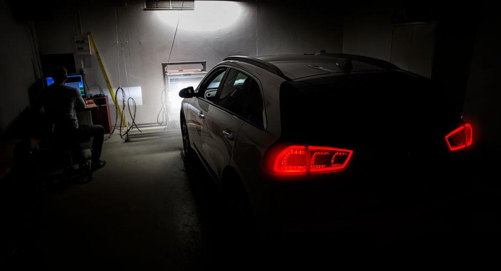 Alla testbilar passerar ljuslabbet. Här får Kia e-Niro visa om LED-ljuset duger till mer än bara ledljus.