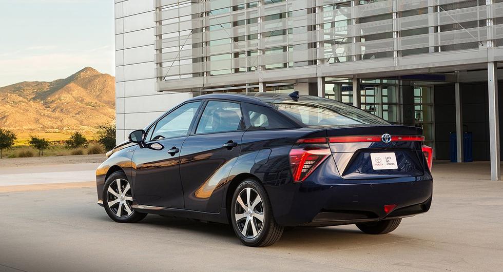Gamla Toyota Mirai.