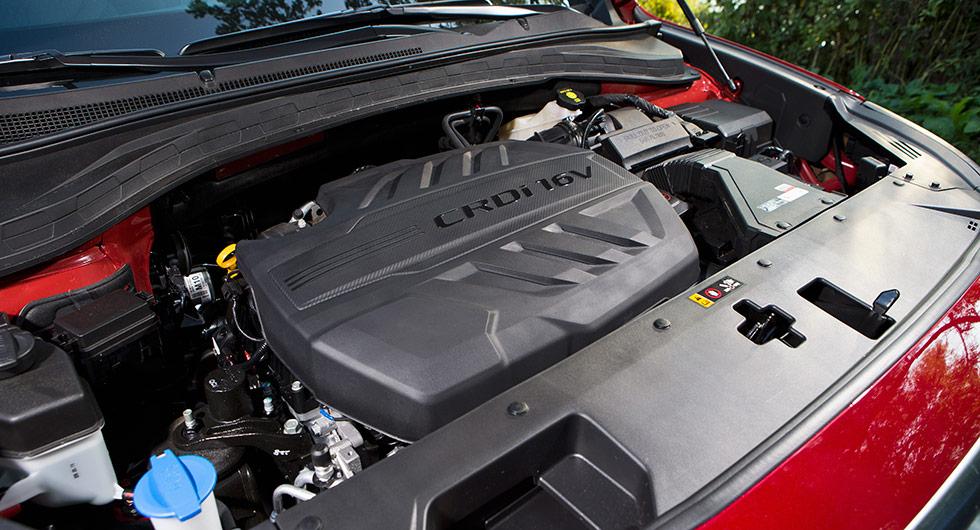 2,2-liters dieselmotor på tvären. Lättillgänglig spolarvätskepåfylling.