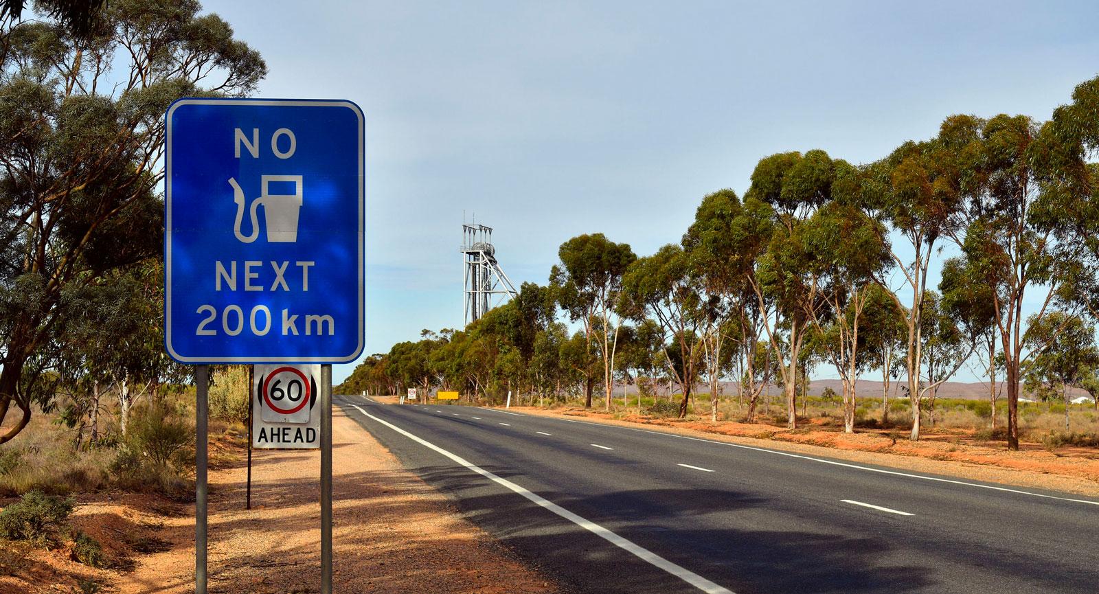 Att köra bil i Australien sätter krav på att planera sina tankningar – men också att beställa sitt internationella körkort i tid.