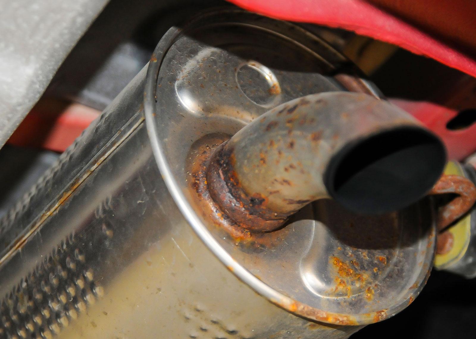 2. Dagens avgassystem överlever ofta bilen men hög luftfuktighet ger upphov till rost som förkortar livslängden.